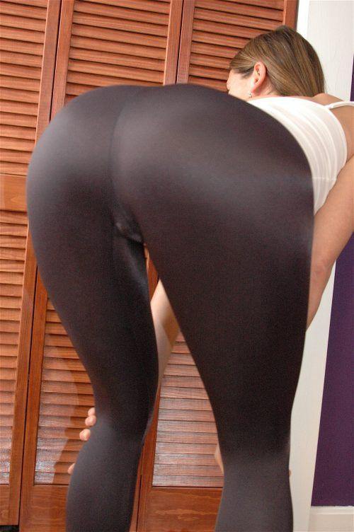 Hot Girls in Yoga Pants Bending Over
