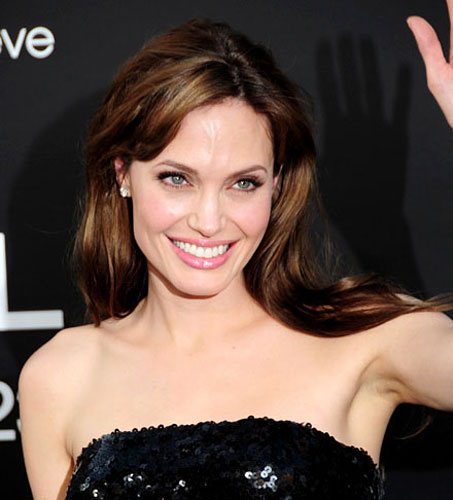 299921_fullsizeimage_angelina-jolie-black-sequin-dress-waving.jpgx