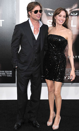 299922_fullsizeimage_angelina-jolie-black-sequin-strapless-dress-with-brad-pitt.jpgx