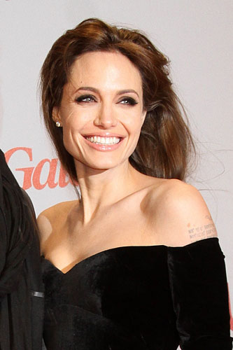 299923_fullsizeimage_angelina-jolie-black-velvet-shoulderless-dress.jpgx