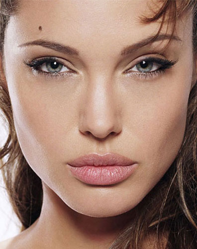 299925_fullsizeimage_angelina-jolie-face-closeup.jpgx