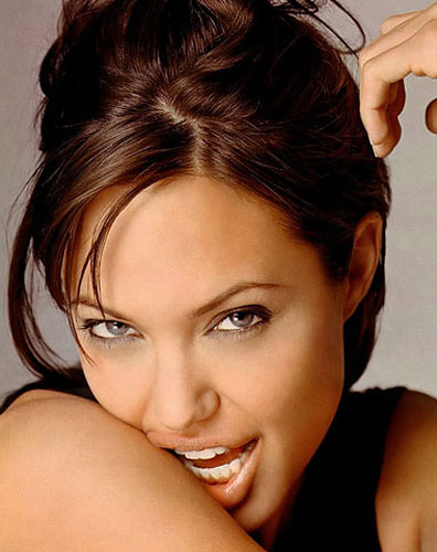 299928_fullsizeimage_angelina-jolie-hair-up-closeup.jpgx