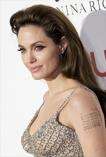 299930_fullsizeimage_angelina-jolie-sequin-top-closeup.jpgx