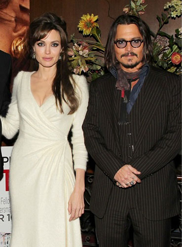 299933_fullsizeimage_angelina-jolie-white-dress-and-johnny-depp.jpgx