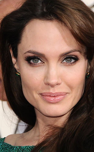 301909_fullsizeimage_rex-angelina-jolie-face-closeup.jpgx