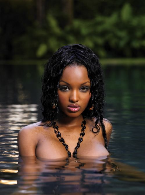 beautiful-and-busty-black-women-1