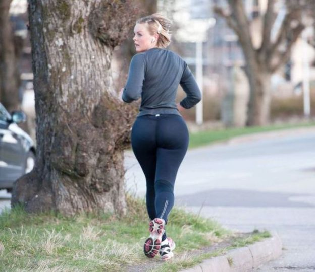 big-butts-in-public-places-14