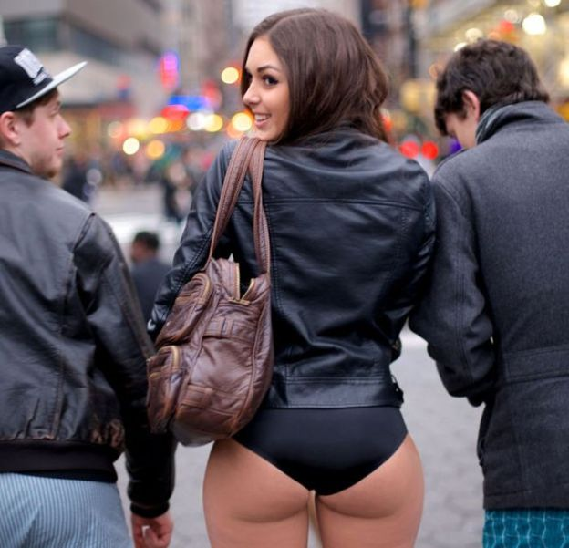 big-butts-in-public-places-19