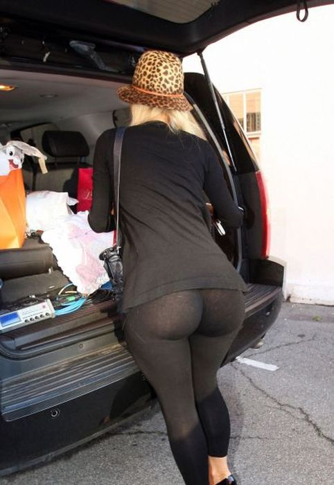 big-butts-in-public-places-20