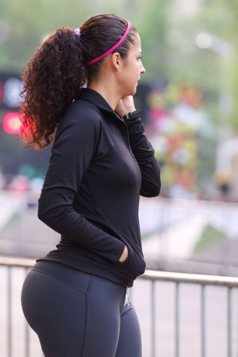 big-butts-in-public-places-24