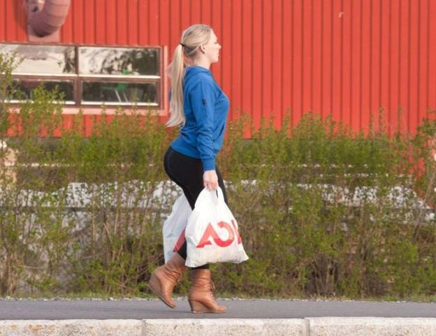big-butts-in-public-places-25