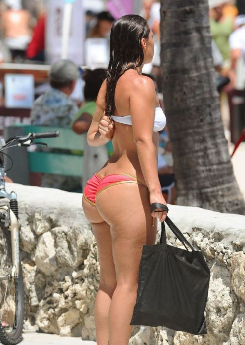 big-butts-in-public-places-27