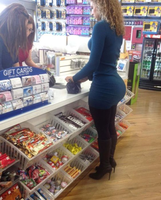 big-butts-in-public-places-37