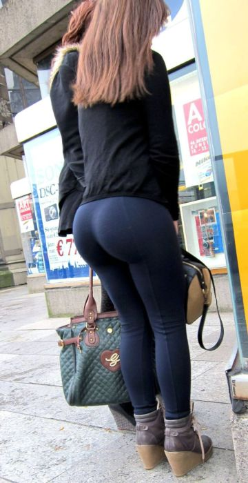 big-butts-in-public-places-38
