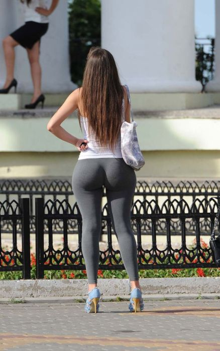 big-butts-in-public-places-7