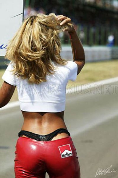 girls-in-small-shorts-skirts-and-tight-pants-1