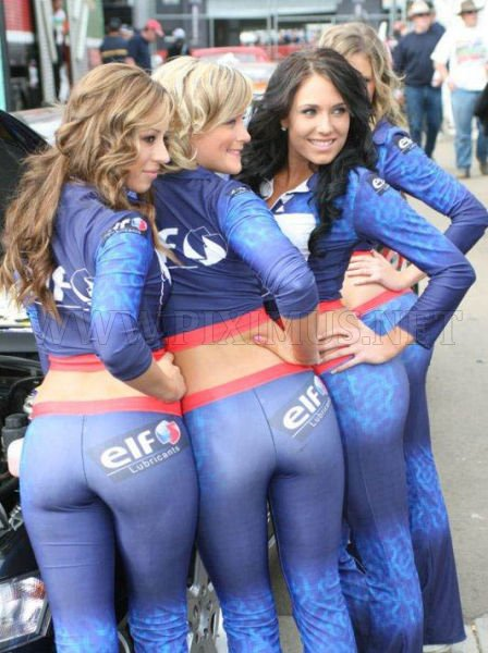 girls-in-small-shorts-skirts-and-tight-pants-18