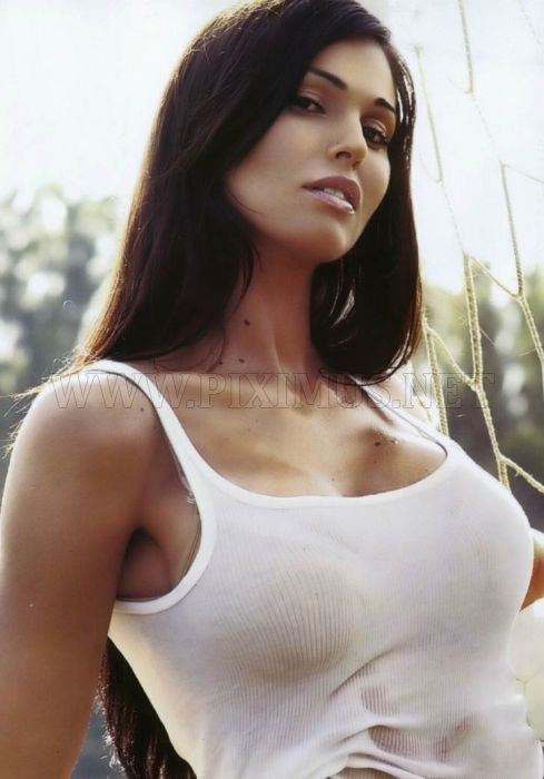Girls In Tight Wet T-Shirt (Twenty Eight Photos)