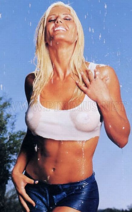 girls-in-tight-wet-tshirt-53