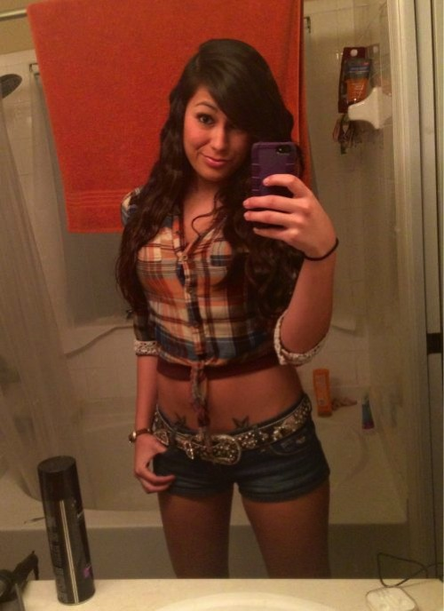 hot-girls-with-tattoos-4-8