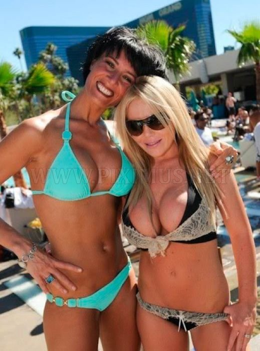 las-vegas-pool-parties-59