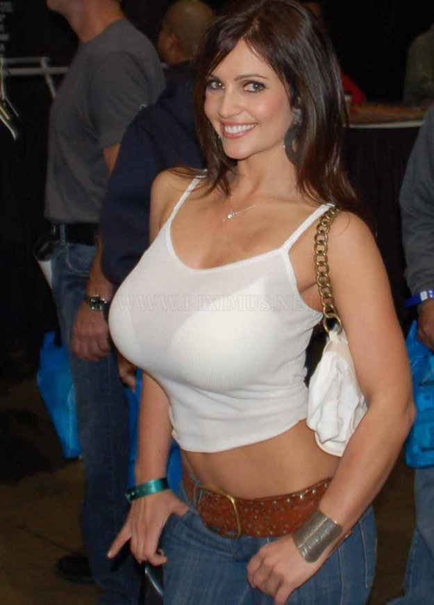sexy-women-with-tiny-waists-and-huge-breasts-20
