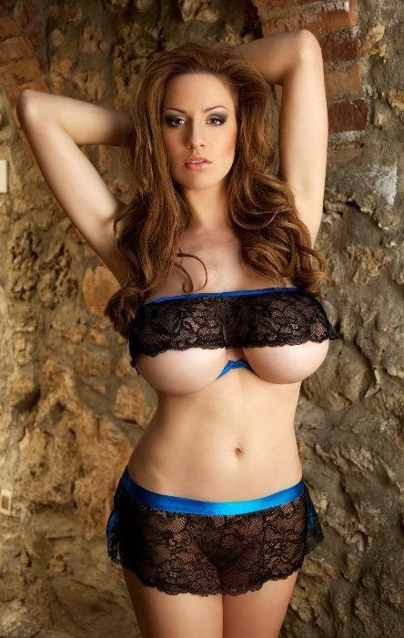 sexy-women-with-tiny-waists-and-huge-breasts-73