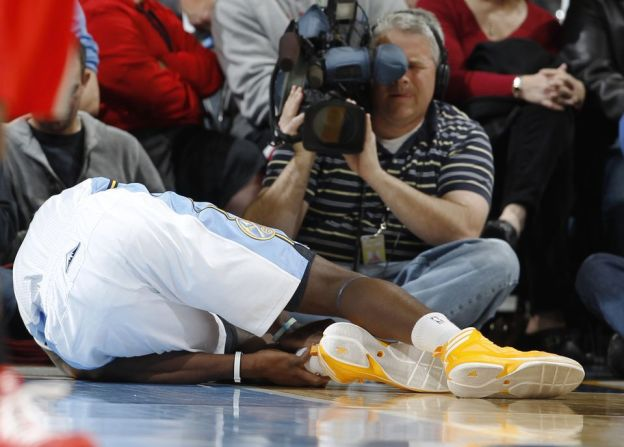 Kenneth Faried injured in Nuggets' franchise-best 55th win of season