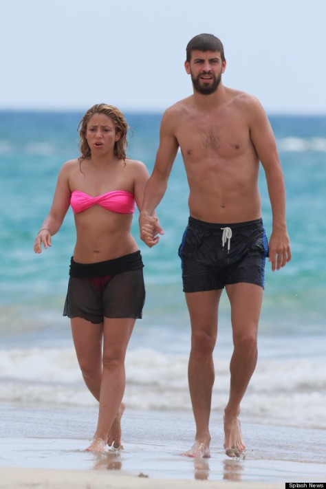 EXCLUSIVE: ***STRICTLY NO WEB UNTILL 25TH JULY 6AM GMT*** Shakira and Gerard Pique enjoy a romantic Hawaiian vacation swimming and walking on the beach